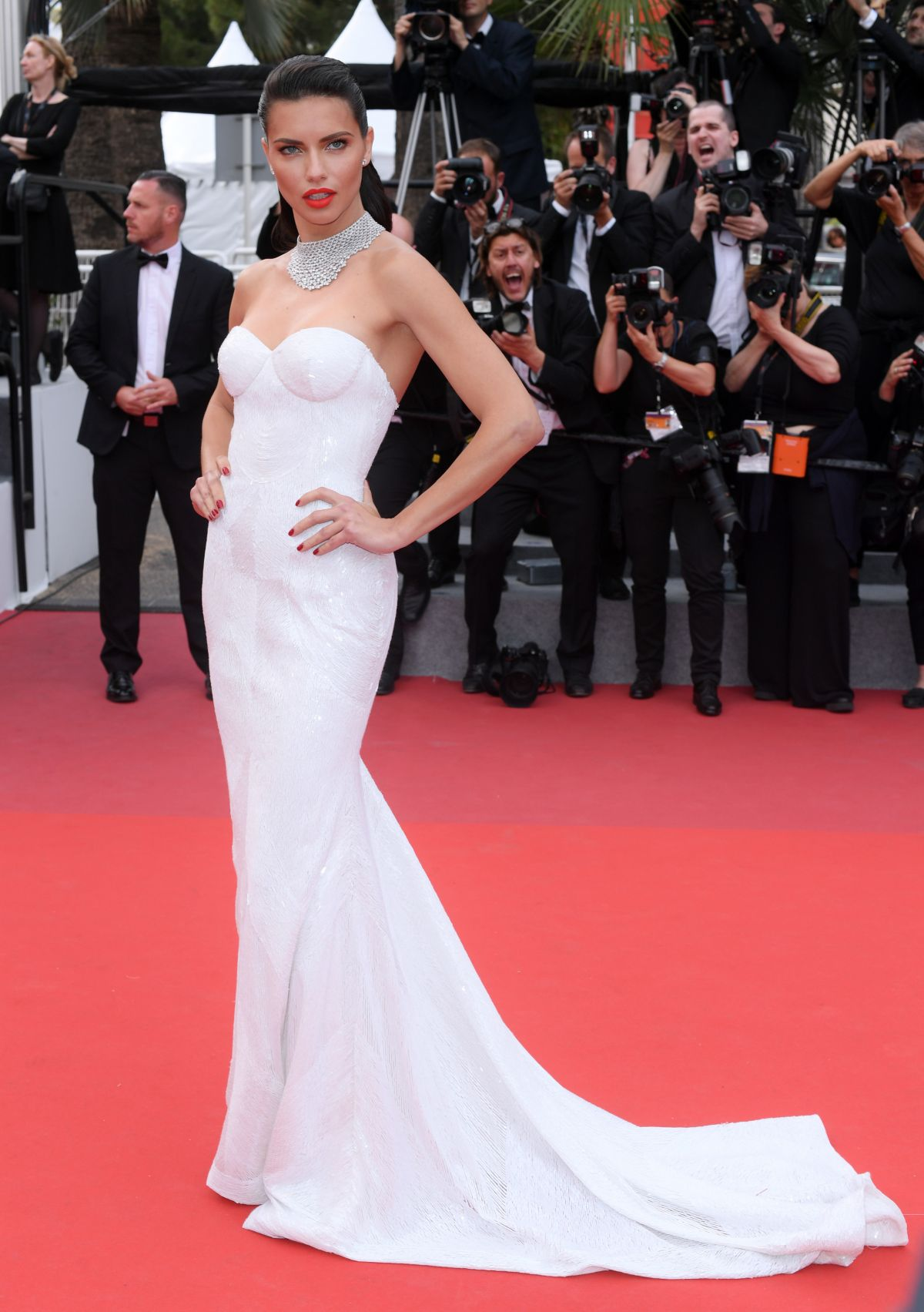 adriana-lima-at-loveless-premiere-at-2017-cannes-film-festival-05-18-2017_8