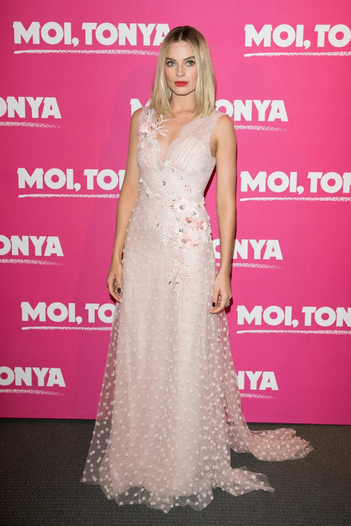 margot-robbie-at-i-tonya-premiere-in-paris