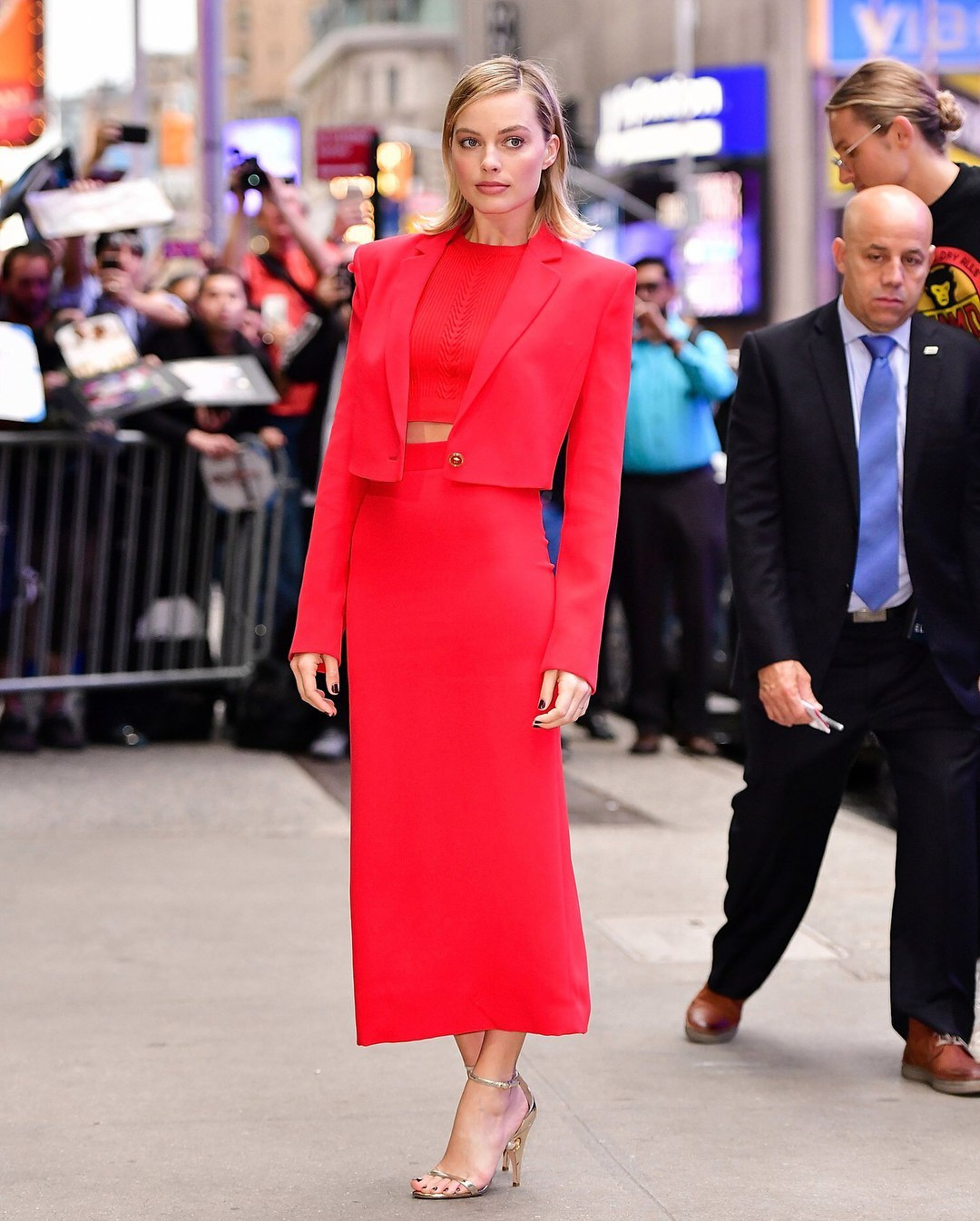 margot-robbie-visits-the-abc-studios-for-good-morning-america-in-new-york-city-1